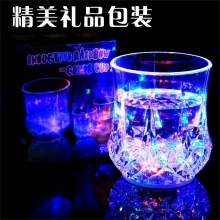 【新用户专享 1元秒杀!4.9元包邮到手】亚克力发光水杯魔术七彩变色闪光杯遇水倒水感应就会亮的神奇杯子